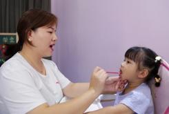 是什么引起孩子讲话口吃的呢
